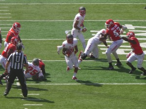 RB Daryl Chestnut breaks free on long scamper for the Lobos in the second period