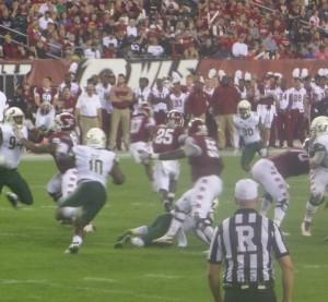 Ryquell Armstead (25) breaks away through the USF defense on a 72-yard TD jaunt.